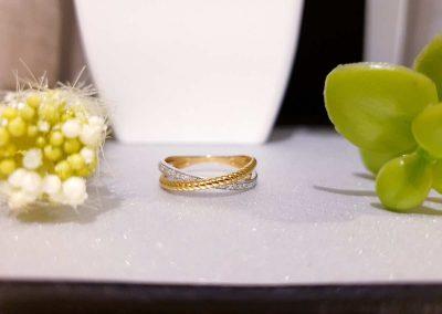 Alliance bicolore en or 9 carats et zirconiums